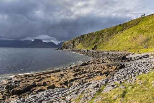 UK, Scotland, Inner Hebrides, Isle of Skye, beach near Elgol - FOF09386