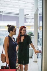 Girlfriends on a shopping spree - MOMF00240