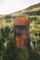 Backpack and thermos flask on a meadow - VPIF00126