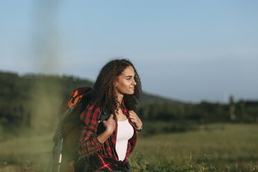 Teenage girl with backpack hiking in nature - VPIF00129