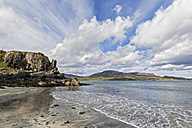 UK, Scotland, Inner Hebrides, Isle of Skye, Staffin Bay, Staffiin Beach - FOF09402