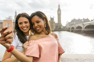 UK, London, two beautiful women taking a selfie near Westminster Bridge - MGOF03635