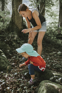 Mother and toddler on a trip in forest - DWF00293