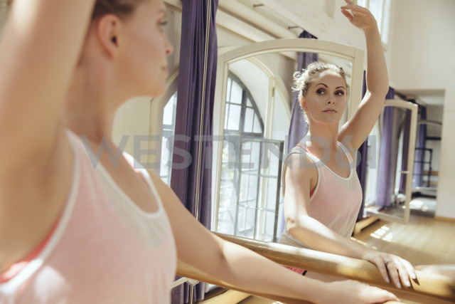 Ballet dancer training in dance studio - MFF03995
