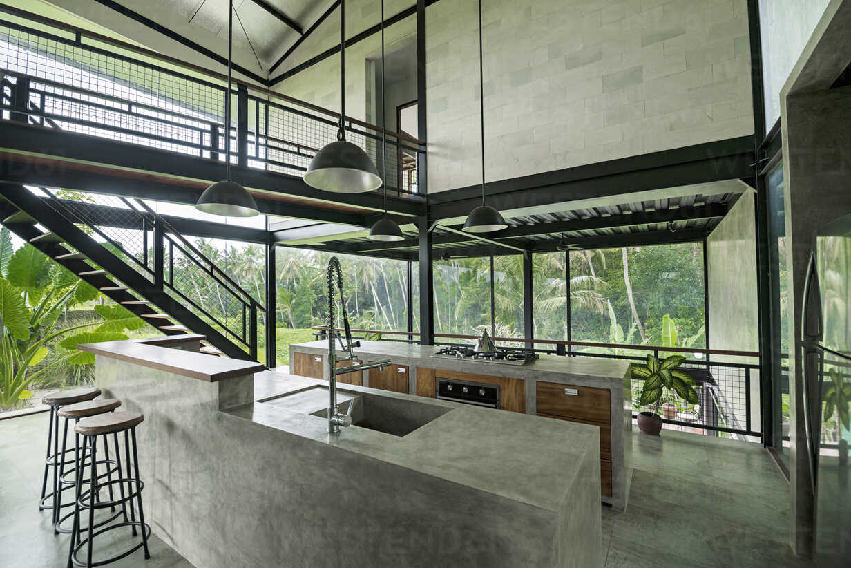 Modern minimalist kitchen in contemporary design house with glass facade surrounded by lush tropical garden - SBOF00794 - Steve Brookland/Westend61