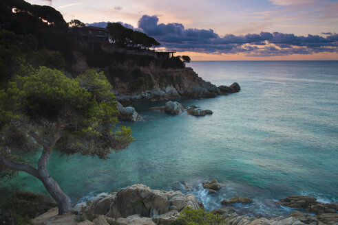 Spain, Catalonia, Lloret de Mar, Cala Trons at twilight - SKCF00322
