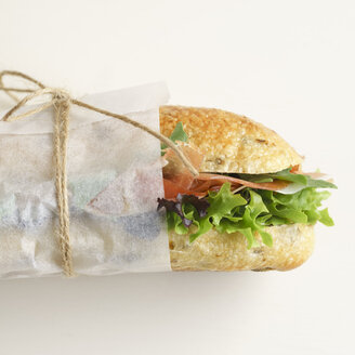 Olive baguette with lettuce and ham - ECF01917