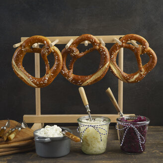 Pretzel bar with slaw and obazda - ECF01920