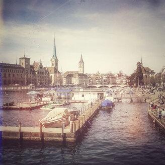 Switzerland, Zurich, view to Women's Minster with Limmat - PUF00753
