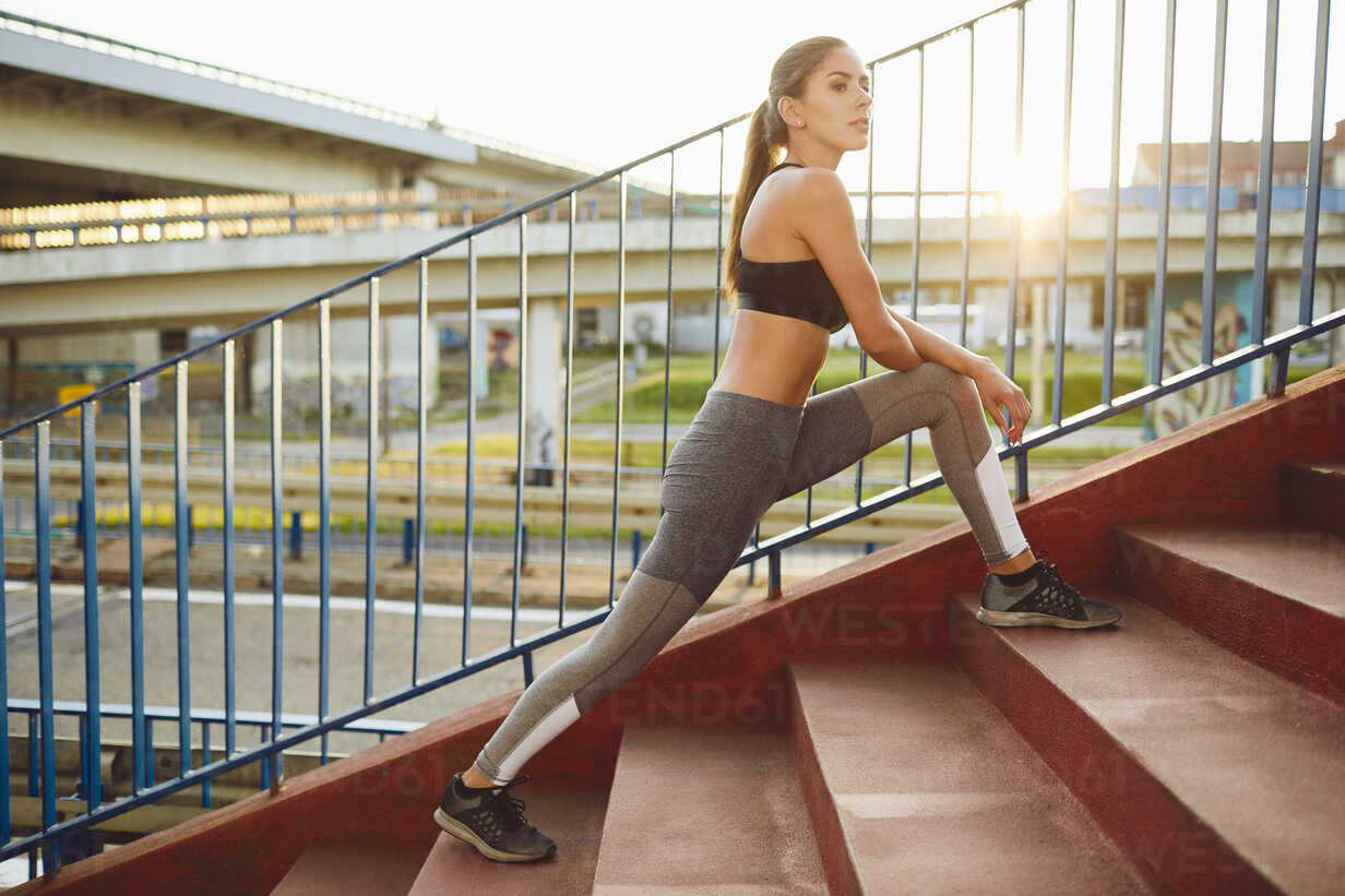 Woman doing exercises on stairs outdoors - BSZF00061 - Bartek Szewczyk/Westend61