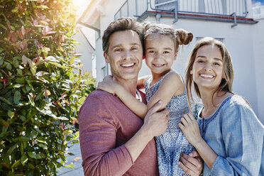 Portrait of happy family in front of their home - RORF01043