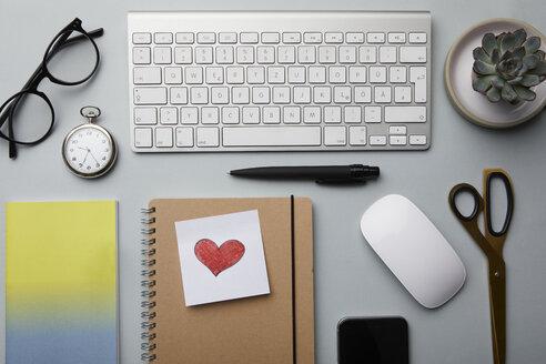 Office utensils on desk - RBF06089