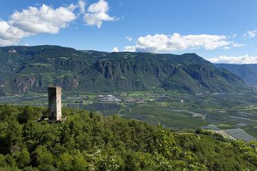 Italy, South Tyrol, Eppan, chalk tower of Hocheppan Castle - LBF01671