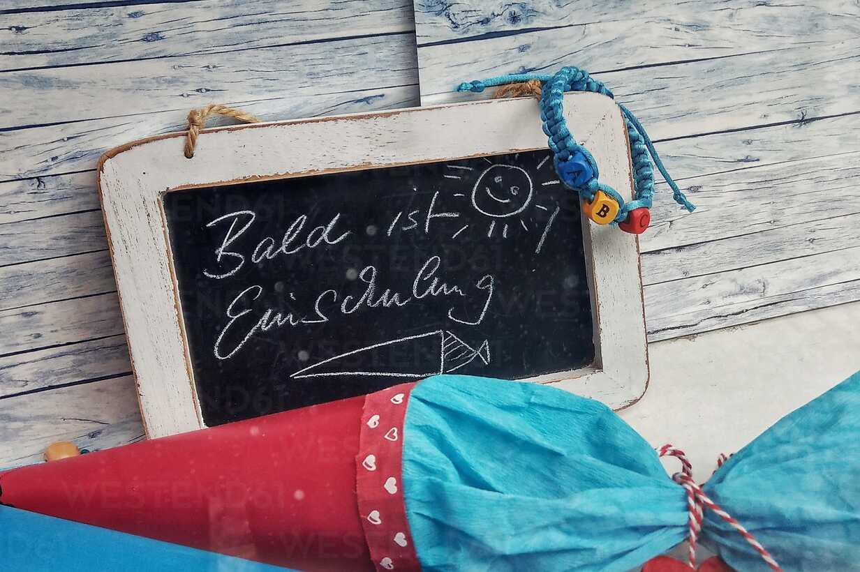 School cone and blackboard - NGF00425 - Nadine Ginzel/Westend61