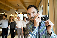 Photographer with family at home at Christmas - HAPF02177