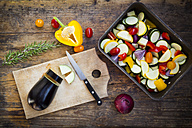 Preparing Mediterranean oven vegetables - LVF06343