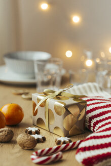 Christmas present, tangerines, walnuts, candy canes and cinnamon stars - JHAF00001