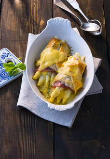 Gratinated white asparagus with ham and cheese - PPXF00076