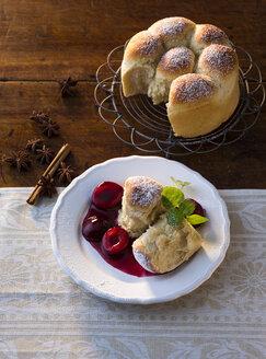 Buttermilk yeast dumplings with plums - PPXF00103