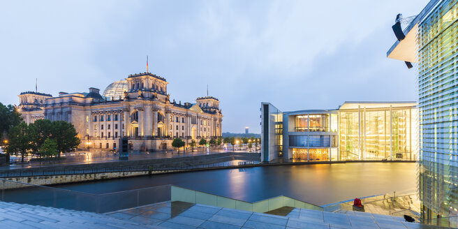 Germany, Berlin, view to lighted Reichstag and Paul-Loebe-Building  with Spree River in the foreground - WDF04173
