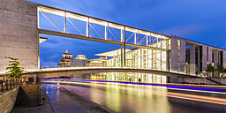 Germany, Berlin, view to Reichstag, lighted Paul-Loebe-Building and Marie-Eisabeth-Lueders-Footbridge - WDF04176