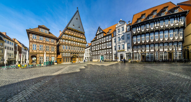 Germany, Hildesheim, view to Butchers' Guild Hall at market square - AMF05499