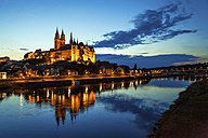 Germany, Meissen, view to lighted Albrechtsburg castle with Elbe River in the foreground - PUF00804