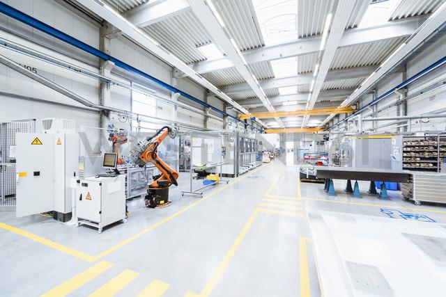 Factory shop floor - DIGF02900 - Daniel Ingold/Westend61