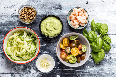Ingredients for zucchini spaghetti with guacamole and shrimps - SARF03381