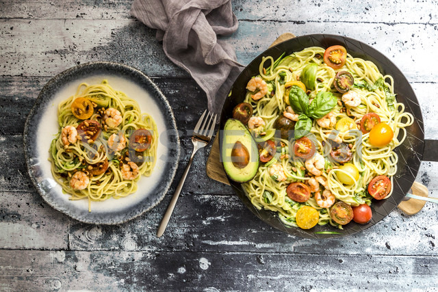 Plate and frying pan of spaghetti with zoodles, guacamole, tomatoes and shrimps - SARF03384