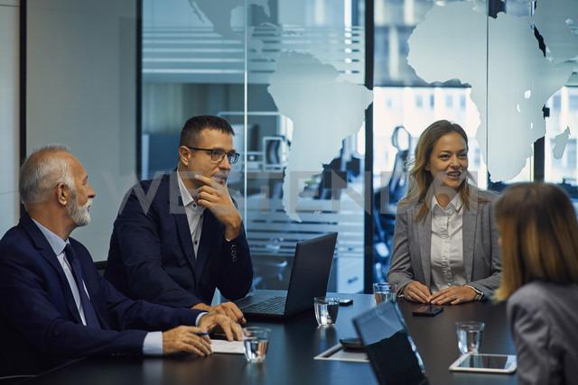 Group of business people having a meeting - ZEDF00909 - Zeljko Dangubic/Westend61
