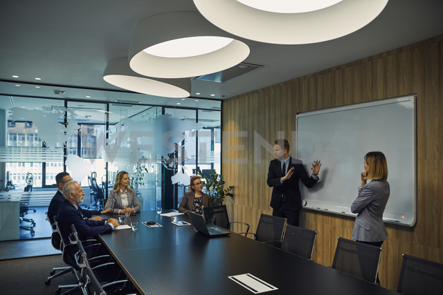 Businessman leading a presentation during a  meeting - ZEDF00915
