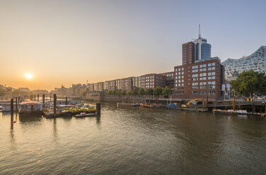 Germany, Hamburg, Inland harbour in the morning - PVCF01108