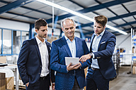 Business people having a meeting in company shop floor - DIGF02987