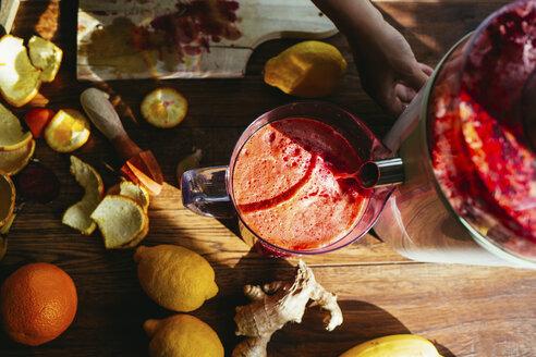 Squeezing juice - MOMF00281