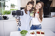 Food bloggers filming theirselves drinking smoothies - ABIF00053