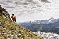 Germany, Bavaria, Oberstdorf, two hikers in alpine scenery - UUF12132