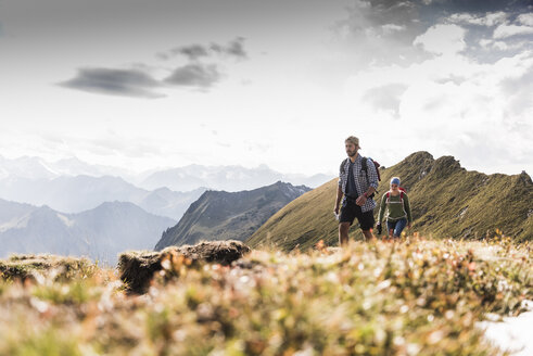 Germany, Bavaria, Oberstdorf, two hikers walking on mountain ridge - UUF12180