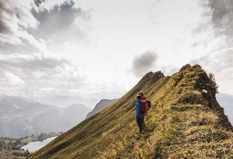 Germany, Bavaria, Oberstdorf, two hikers in alpine scenery - UUF12195