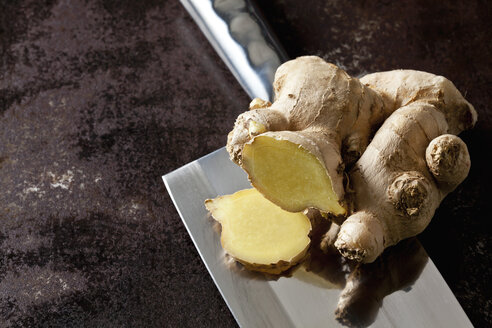 Fresh ginger on a cleaver - CSF28485