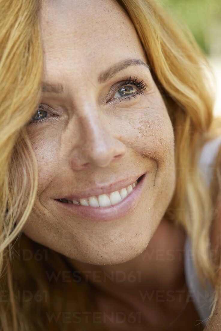 Portrait Of Happy Strawberry Blonde Woman With Freckles Pnef00223 Philipp Nemenz Westend61