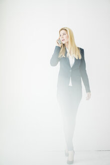 Businesswoman on the phone - MOEF00212