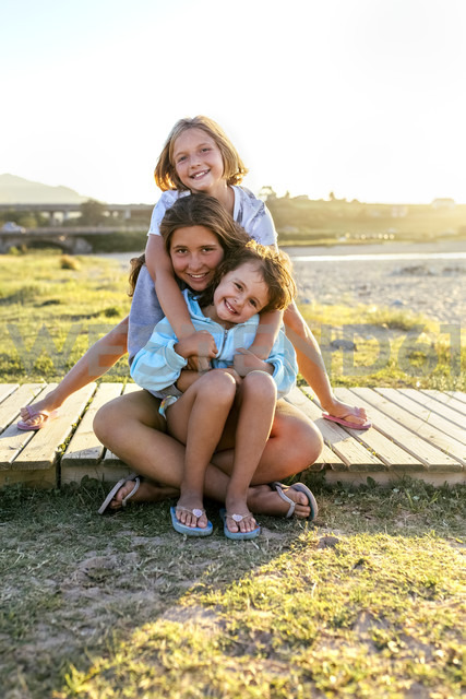 Group picture of three happy girls on boardwalk - MGOF03668