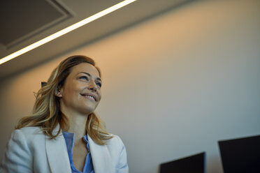 Smiling businesswoman in office - ZEDF00942