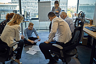 Business team having a workshop in office - ZEDF00945