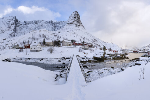 Norway, Lofoten, Reine, bridge - RPSF00061
