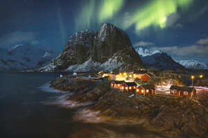 Norway, Lofoten, Hamnoy and northern lights - RPSF00064