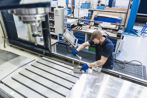 Man working on machine in industrial factory - DIGF03125