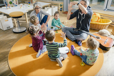 Children and teachers playing and making music in kindergarten - MFF04083