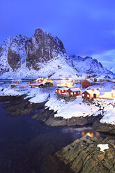 Norway, Lofoten, Hamnoy Island, fisherman's cabins by night - VTF00597